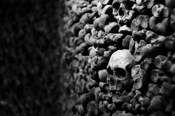 Útvary pozostávajú z kostí vyše 40-tisíc ľudských tiel.