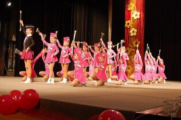 Podujatie otvorilo vystúpenie mažoretiek Asanka.