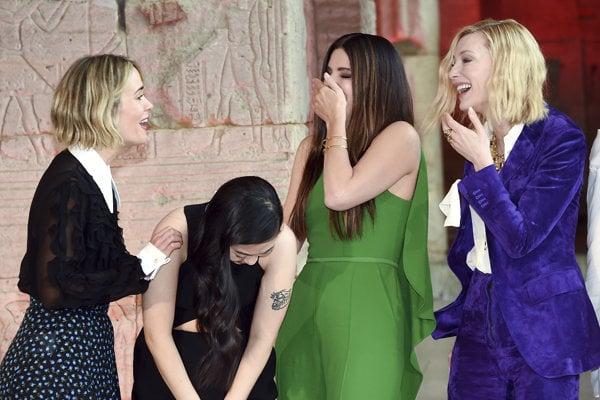 Herecká partia filmu Debbina 8 na premiére. Zľava: Sarah Paulson, Awkwafina, Sandra Bullcok a Cate Blanchett.