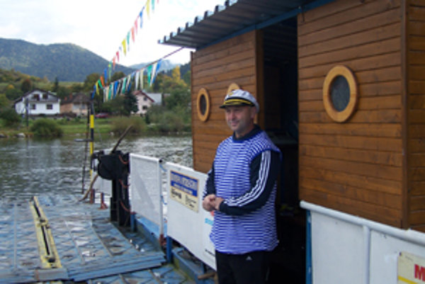 "Kapitán Oberta na ""svojej lodi"" - kompe."