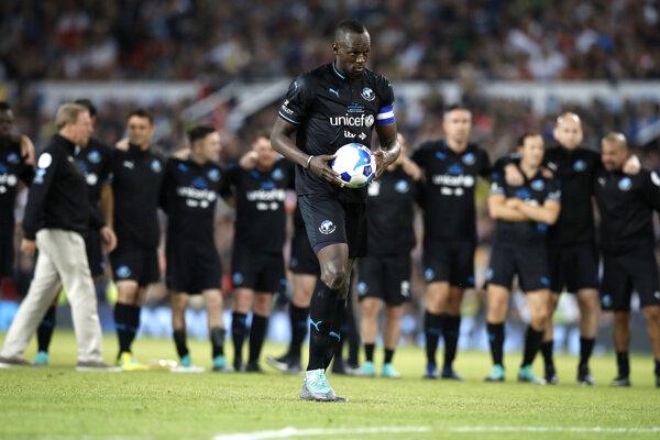 Usain Bolt v drese organizácie UNICEF na štadióne Old Trafford v Manchestri.