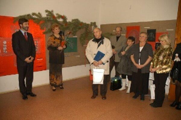 Ocenení: Štefan Zvarík (v strede) a Otília Kadašiová (vedľa neho vpravo).