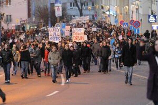 Protest pred týždňom vyhnal do ulíc Bratislavy niekoľko tisíc ľudí.