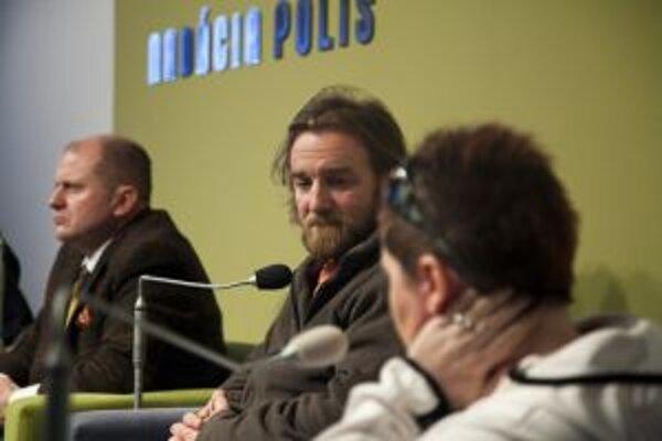 V Nadácii Polis o spise Gorila, investigatívnej žurnalistike aj občianskych protestoch s moderátorkou Vandou Tuchyňovou diskutovali Tom Nicholson, Eugen Korda a Roman Kvasnica.