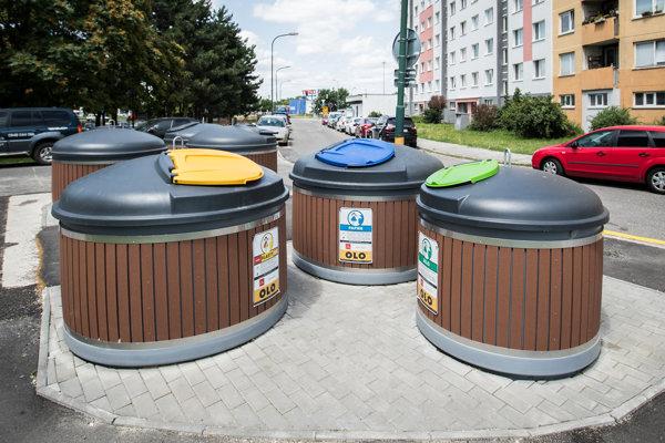 Stojisko zapustených kontajnerov v bratislavskej Petržalke.
