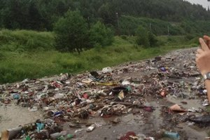Krátko po búrke odpad skončil na ceste