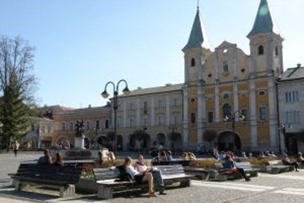 Historickou hodnotou láka turistov Mariánske námestie v Žiline