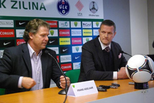 Doma vyhrali všetko, uspejú v Európe? Vľavo tréner žilinských futbalistov Frans Adelaar, vpravo manažér Karol Belaník.