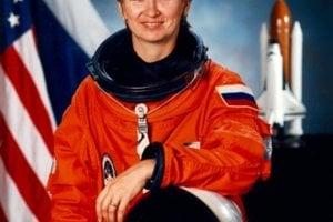 Jelena Kondakovová - prvý dlhotrvajúci let ženy vo vesmíre 4. október 1994 až 22. marec 1995. Kondakovová bola ruská kozmonautka, ale zúčastnila sa aj misie NASA.