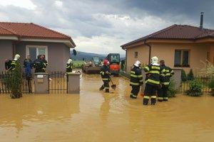 Pri udalosti zasahovali dobrovoľní aj profesionálni hasiči.