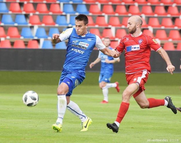 Gruzínec s rakúskym pasom Luka Dzirdziguri (vpravo) sa v piatok uviedol gólom.