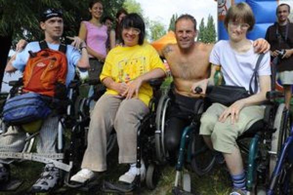 Ľudia na invalidných vozíkoch by v Žiline mohli mať lepšie podmienky.