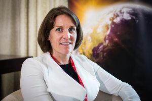 Na Svetovom ekonomickom fóre v Davose, najväčšom na svete, vedie Martina Larkinová sekciu Európy a Eurázie. V poslednom čase sa venuje najmä téme priemyslnej revolúcie a o nutnosti pripraviť sa na ňu. O tejto téme rozprávala aj na májovej konferencii GLOBSEC 2018.