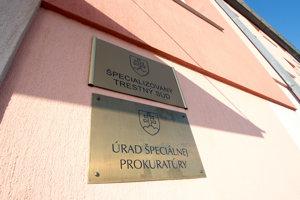Pohľad na vchod do budovy Špecializovaného trestného súdu (ŠTS) v Pezinku, kde sídli aj Úrad špeciálnej prokuratúry.