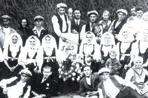 Terchovská muzika v roku 1932. Ľudová hudba čaká na zápis do kultúrneho dedičstva.