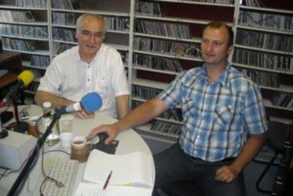 Anton Tkáčik (vpravo) s europoslancom Miroslavom Mikolášikom.