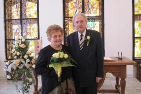 Manželia Bednárovci si v sobotu svadbu zopakovali presne po päťdesiatich rokoch.