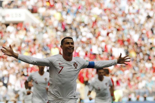 Cristiano Ronaldo oslavuje gól v sieti Maroka.