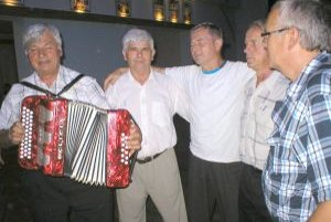 Stretnutie Kamenných Porúb - veselili sa, hrali, spievali, športovali.