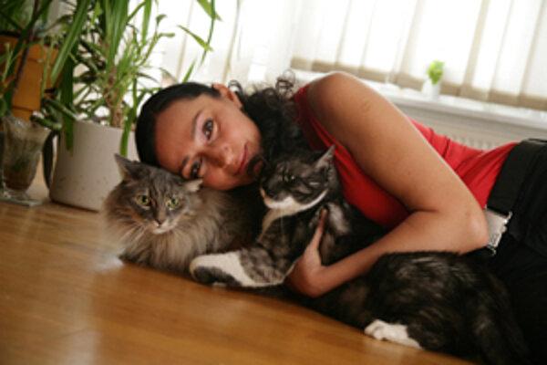 Sisa je veľkou milovníčkou mačiek. Doma ich má až tri.