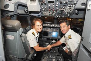 Kapitánka Andrea Sabol. Na snímke v lietadle po skúšobnom lete na kapitána.