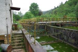 Cez zdevastovanú čističku kanalizácia iba preteká.