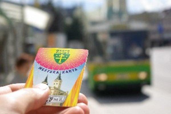 Na predplatné lístky jazdí po úpravách cestovného v žilinskej MHD asi polovica cestujúcich.