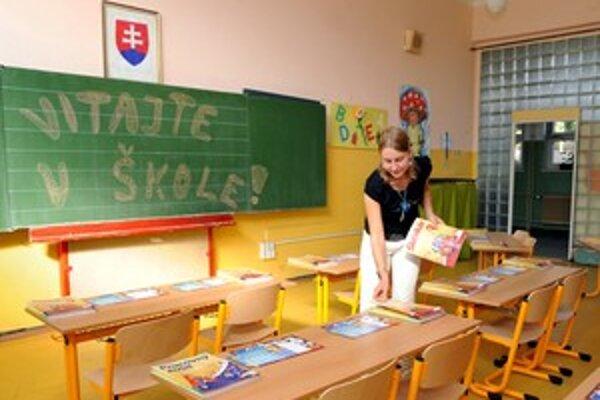 Zohnať kvalifikovaných jazykárov na základné školy je ťažké. Niektorí vydržia iba začiatok roka.