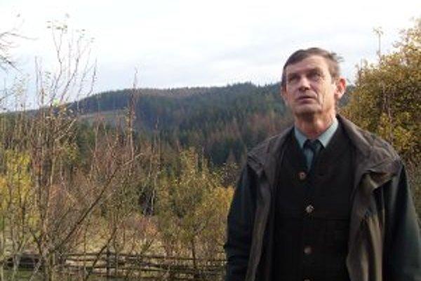 Kornel Bogan ukazoval napadnuté lesy aj nad Divinkou.