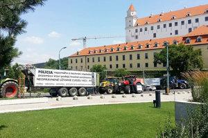 Traktory prišli aj pod Bratislavský hrad.