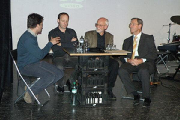 Anton Popovič, Vladimír Ondruš a Karol Honner diskutovali na Stanici so študentmi o novembrových udalostiach spred 20-tich rokov.