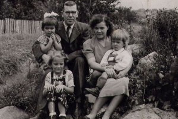 Štefan a Jolana Adamíkovci s deťmi.