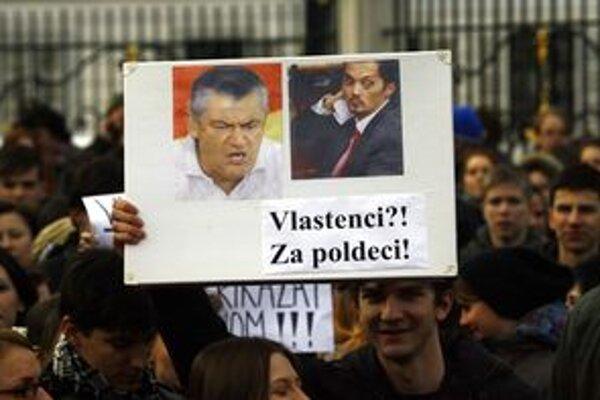 Proti zákonu protestovali študenti v Bratislave a teraz aj mestskí poslanci v Žiline.