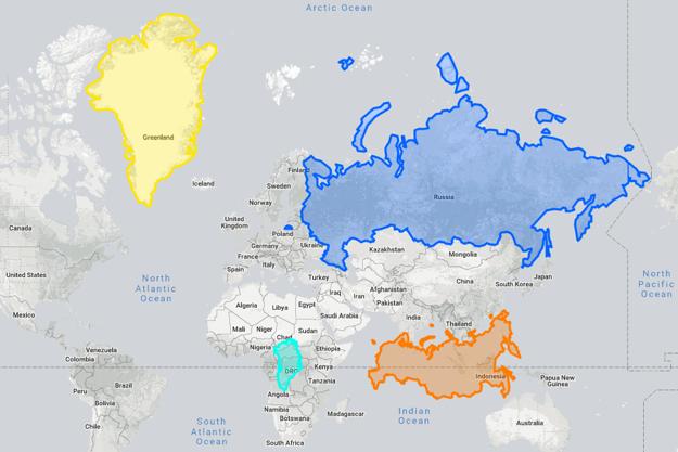 Ukážka skreslenia krajín, ktoré vzniká na mapách s Mercatorovým zobrazením. Žltou je vyznačená veľkosť Grónska na mape, tyrkysovou jeho skutočná veľkosť oproti Afrike. Modrou je Rusko na mape, oranžovou jeho skutočná veľkosť. KLIKNITE PRE ZVÄČŠENIE.