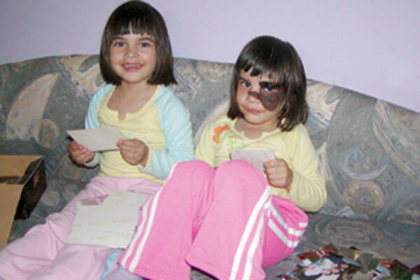Jessika stojí verne po boku svojej sestričky.