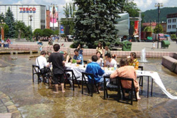 Počas uplynulého ročníka festivalu Svätojánska noc sa konali aj raňajky vo fontáne.