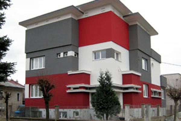 Pôvodnú Scheerovu architektúru prekryla a znivočila neodborná rekonštrukcia. Podobný zásah nanešťastie v Žiline nie je jediný.