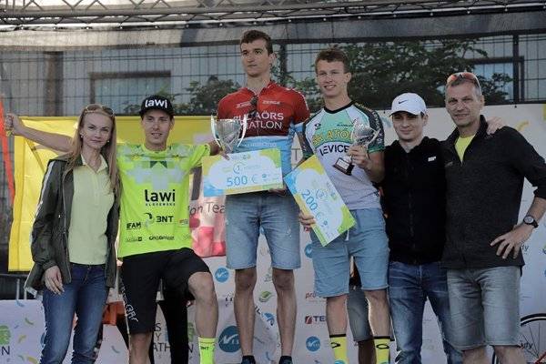 Na stupňoch víťazov Ness City Triathlonu Košice.