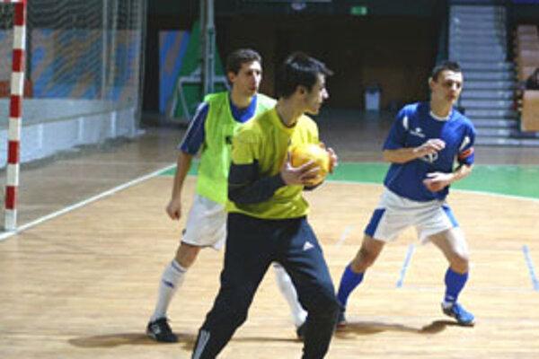 Hrái žilinského Makroteamu vybojovali na domácej palubovke dôležité víazstvo pred play off.