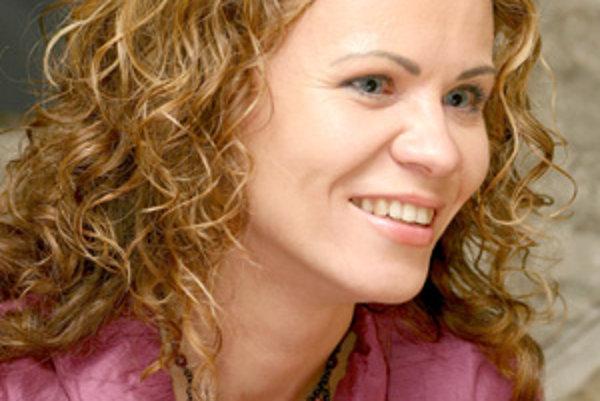 Žilinčanka Viera Hanuliaková pracuje ako tlmočníčka v európskych inštitúciách. Pri svojej náročnej práci zažíva množstvo zaujímavých situácií.