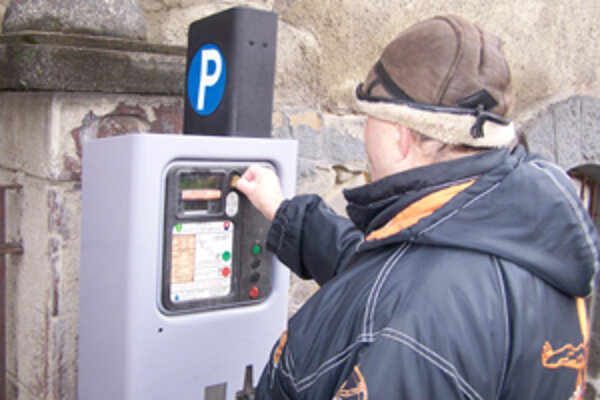 Žilinská parkovacia spoločnosť vybrala na parkovnom v minulom roku 21 miliónov korún. V mestskom rozpočte však nezostala ani koruna.