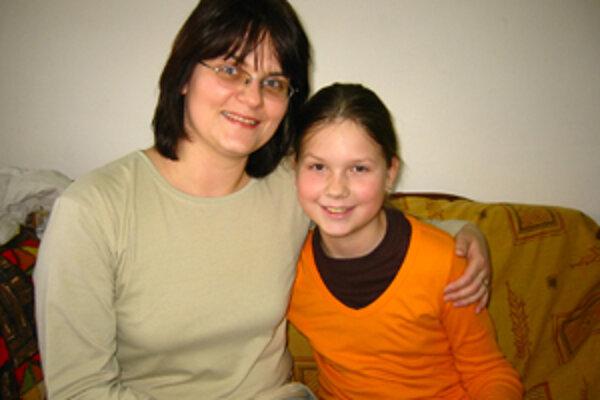 Úspešná riešiteľka hlavolamov Zuzka Hromcová so svojou mamou Katarínou Hromcovou.