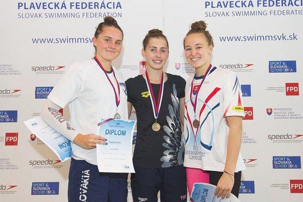 Nikoleta Trníková (v strede).