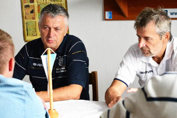 Ladislav Molnár (vľavo) dostal znova dôveru viesť futbalistov Šale.