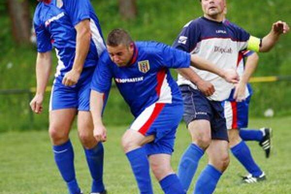 Zo zápasu Zádubnie - Višňové. Hostia vyhrali 2:3.