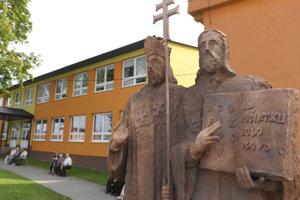 Sochy sv. Cyrila a sv. Metoda počas Slávnosti sv. Cyrila a sv. Metoda v Kapušanoch pri Prešove