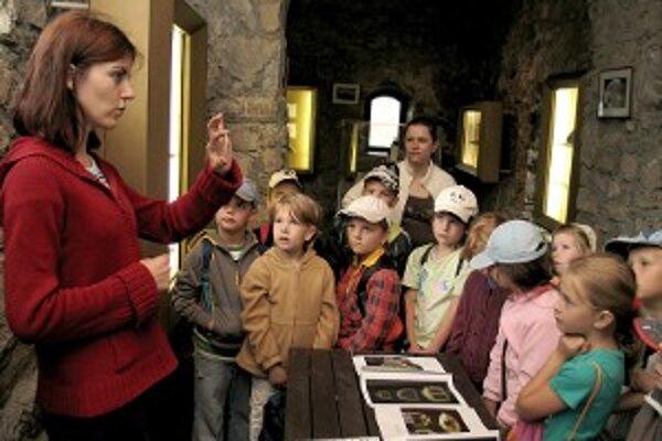 Hlavnou myšlienkou hradnej školy je zatraktívniť školským výletom pobyt na hrade rôznymi zábavno-edukačnými aktivitami.