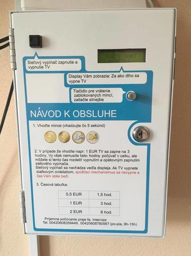 Automat berie mince v rôznej hodnote.
