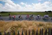 Cyklisti na trase prvej etapy Tour de France 2018.