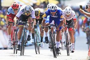 Peter Sagan (vľavo) skončil v prvej etape na Tour de France 2018 na druhom mieste.